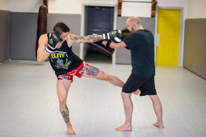 A photo of a Southpaw fighter demonstrating elite level striking on Kieran Keddle